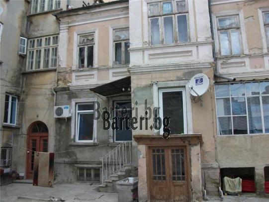 Заменям етаж от къща в центъра на  Варна 1