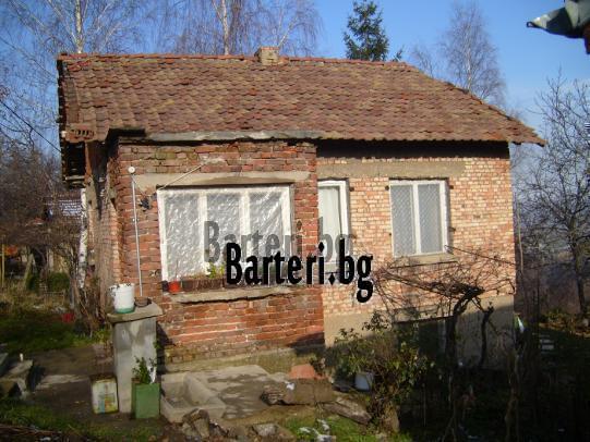 Къща с дворно място в гр.Банкя 2