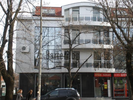 Продава или заменя заведение / търговски обект -център  2
