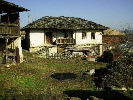 Стара къща с плочи и оранжерия - предложете бартер 1