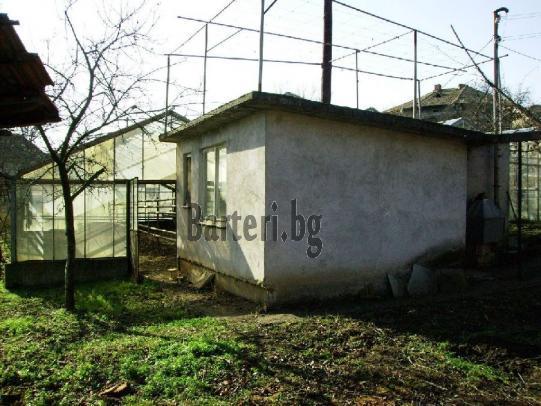 Стара къща с плочи и оранжерия - предложете бартер 2
