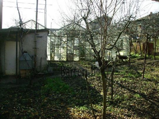 Стара къща с плочи и оранжерия - предложете бартер 3