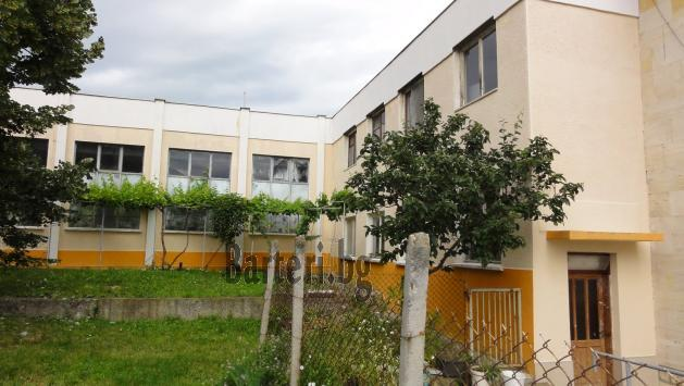 Промишлено помещение и къща с механа 3