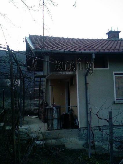 Вила с двор в с. Пастуx , обл. Кюстендил 2