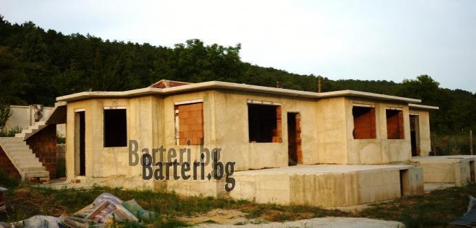 Prostorna dvufamilna vila na grub stoej vuv Varna 1