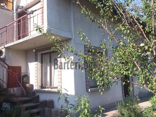 двуетажна къща с двор 2