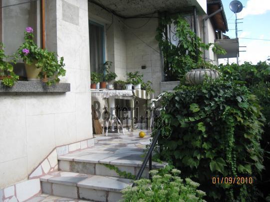 самостоятелен етаж от къща - Плевен 2