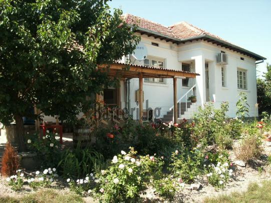 Напълно реновирана и обзаведена къща в близост до Велико Търново 1