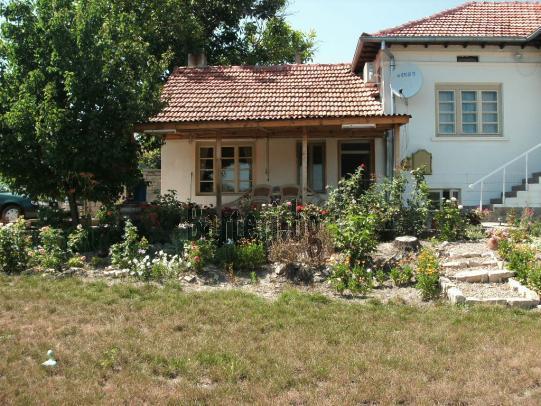 Напълно реновирана и обзаведена къща в близост до Велико Търново 2