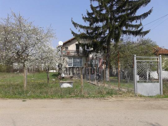 Къща в гр.Момин Проход, м-ла Пердова 1