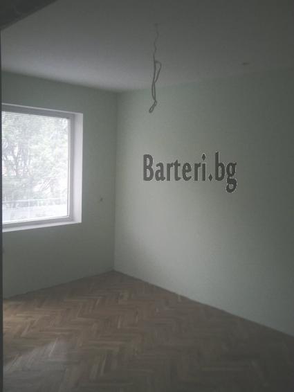 Бартер тристаен апартамент в Добрич за тристаен във Варна 3