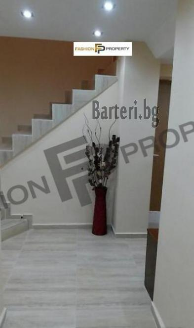 Треитажна къща в Бургас, Банево 2